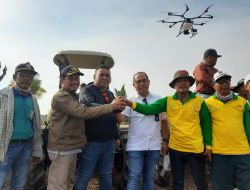 Hebat !!! Kementan Tanam Padi Gunakan Drone di Lahan Rawa Program SERASI
