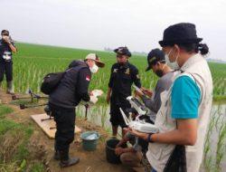 Kementan Kenalkan Drone Semprot ke Petani Subang