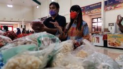 Murah dan Berkualitas, Ita Purnamasari Antusias Belanja di Pasar Mitra Tani